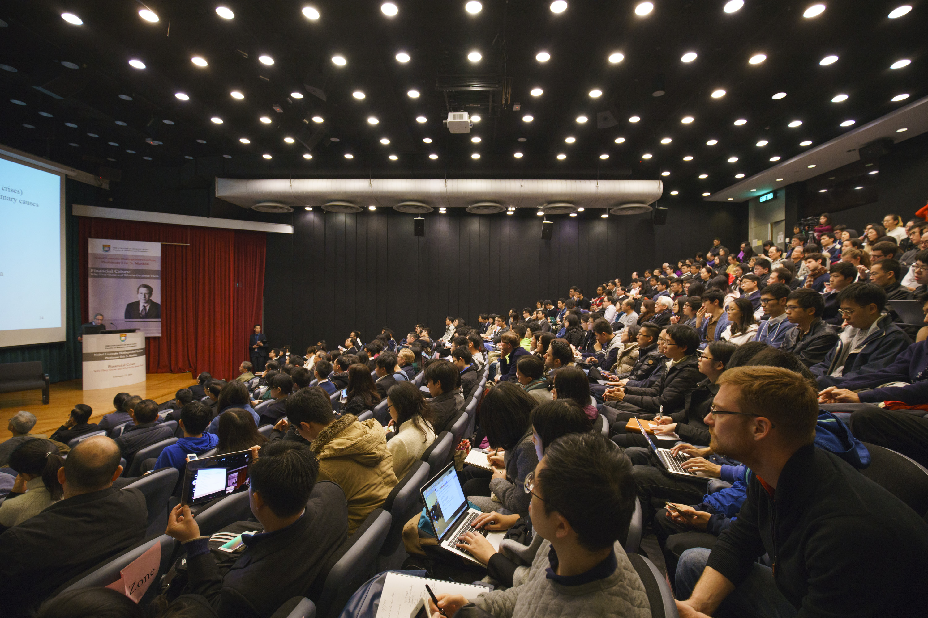 The Nobel Laureate Distinguished Lecture by Professor Eric S. Maskin attracts a large size of audience.